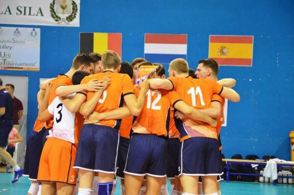 Volleybalclinic van Jong Oranje